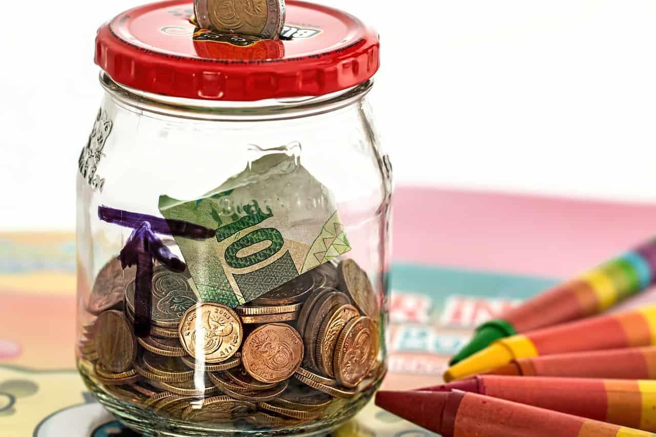 צנצנת עם כסף לחסכון